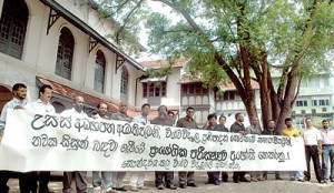Staff members holding a protest in front of the Faculty of Aesthetics in Colombo. Pic by M.D. Nissanka