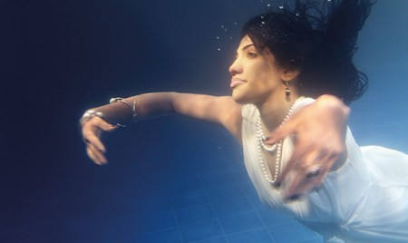 Manoj and Nalin dance under water with 'Mithuriye'