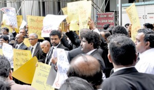 Hulfstdorp lawyers protesting on Wednesday the attack on the Mannar courts