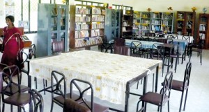 No teacher librarians at these partially opened libraries at the J affna Central College