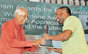 D.R. Wijewardene award for Earning the Appreciation of Peers and Public: Nuwan Gankanda of Lakbima (right) receiving the award from Editor, Sunday Island Manik de Silva