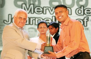 The Mervyn de Silva Journalist of the Year: Lasantha Pradeep Suranga Weerakulasuriya  of the Lakbima (Weekly and Daily) receiving his award from chief guest, Managing Editor of the Himal Southasian magazine, Kanak Mani  Dixit