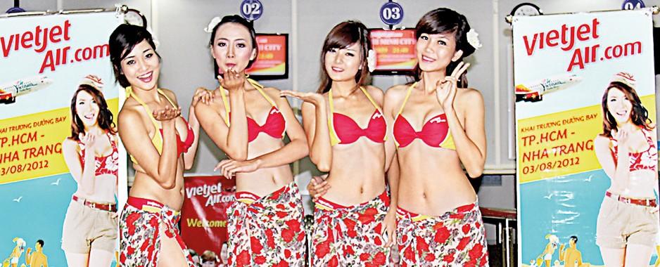Vietnamese airliner hosts mid-air 'Hawaiian Dance Performance'