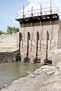 Parakrama Samudraya:  The water level is below the lower level of the  sluice gates