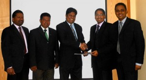 PMI Colombo Sri Lanka (PMICSL) President Aruna Kooragamage (third from left) and CICRA Director/CEO Boshan Dayaratne exchanging the MOU appointing CICRA as an authorized Project Management Education Provider. PMICSL Vice President – Professional Development Shanaka de Silva, PMICSL Executive Vice President/Chapter Secretary Ganesh Wijenayake and CICRA Executive Director Vasana Wickremasena also look on.