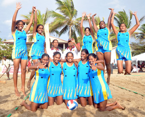 Action in the women's final between Sri Lanka and Maldives which the hosts won comfortably. Pix by Amila Gamage