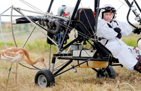 Putin leads crane migration in hang-glider