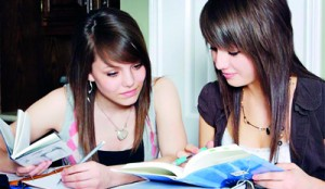 Girls_studying_together_1806436
