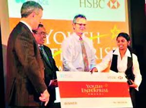 The first prize winner Ms K.G. Sujani of the Uva Wellassa University (UWU)