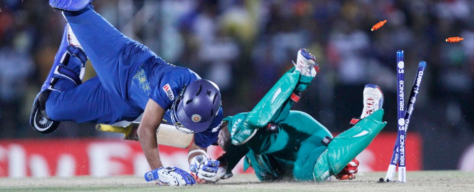 Lankans slide to 32 run defeat