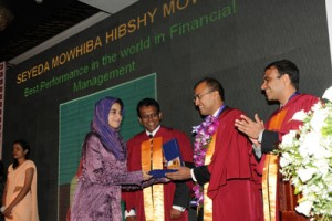 World prize winner Seyeda Mowhiba Hibshy Mowlana receiving the award from Chief Guest Koshy Mathai, IMF Resident Representative in Sri Lanka. She has obtained 96 marks for Financial Management.
