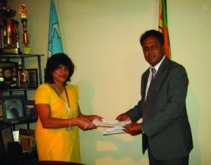 Horizon Campus has now achieved another first in Sri Lanka by signing a Memorandum of Understanding (MOU) with Lyceum International School, one of Sri Lanka's reputed and recognized international schools to award 100% scholarships to students of Lyceum who are high achievers. The MOU was signed by Upul Daranagama – Chief Executive  Officer, on behalf of Horizon College of Business Technology and Kumari Grero – Coordinating Principal, Lyceum Group of International Schools on September 11, 2012.