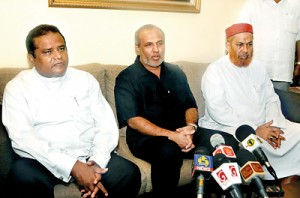 The Chief Minister of Eastern Province Mr. Najeeb A Majeed meet SLMC Leader Rauff Hakeem's residence soon after swearing in as Chief Minister of the Eastern Province. Pic courtasy slmc.lk