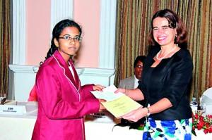 Winner of First Prize Madhavi Sellahannadi receives her certificate