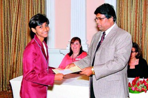 Winner of Second Prize Dewni Ekanayaka receives her certificate