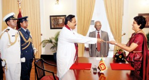 Chief Justice Shirani Bandaranayake receiving her letter of appointment from the President