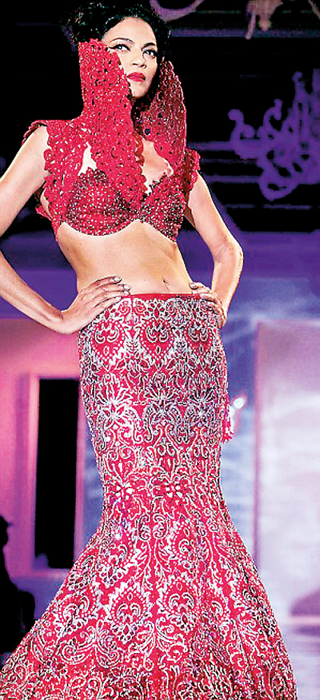 'King of bling'  closes  Delhi Couture Week