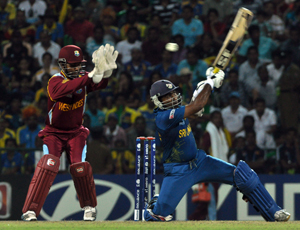 Superlative Mahela Jayawardene who was unstoppable plays an unorthodox shot during his epic 65 not out.                    - Pics by Amila Gamage