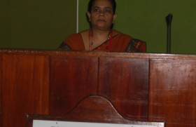 First female Sri Lankan rubber auctioneer takes the floor