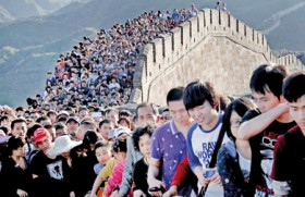 'Sea of People' flock to China's Great Wall
