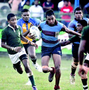 Dharmaraja almost took Isipathana by surprise but suffered a 15-27 loss in their Schools KO match on Friday. - Pic by Ranjith Perera