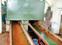 Coir machine that takes on 1000 husks an hour