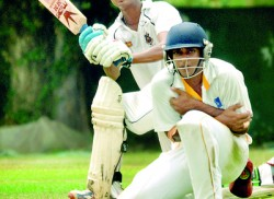 Sri Lanka Cricket and clubs on  collision course