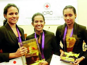 L-R Winners with trophy - Dilhara Gunaratna, Shehara Athukorala and Bemani Abeysinghe �— at Senate Room, College House, University of Colombo.