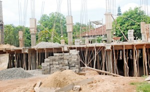 A half built construction in Wellampitiya. Pix by Nissanka Meegoda
