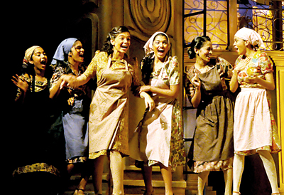 Evita, the show begins