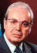 Javier P�rez de Cu�llar (Peru) 1982–1991:       Secretary General  Javier Perez de Cuellar first assumed office in 1982.  He was then appointed for a second term of office, which began on January 1, 1987. In the course of his career, Mr. Perez de Cuellar was decorated by some 25 countries.