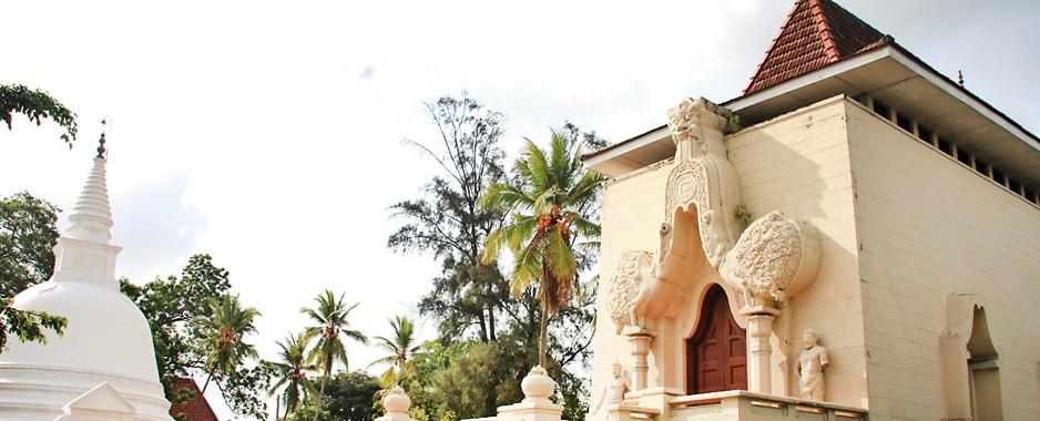 Old pirivena turns new page with English Daham Pasela