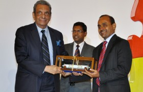 hSenid Founder/CEO recognised as the Most Outstanding Contributor in ICT at NBQSA Awards 2012