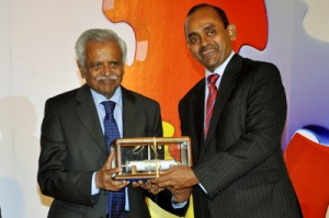 Mr. Augustine Thavarajan Benedict being inducted in CA Sri Lanka Hall of Fame by the President of the Institute, Mr. Sujeewa Rajapakse