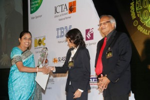Lakmini Wijesundera, CEO Asia Pacific & Middle East, Ironone Technologies receives the award
