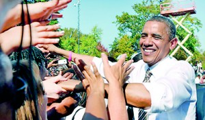 PHOTO: President Barack Obama greets supporters during a campaign rally (Reuters)