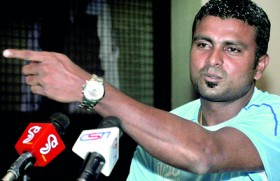 Jayasinghe says cricket selectors use two spoons