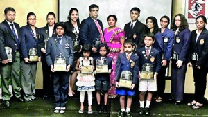 The group of chess players who received trophies at the ceremony held at Colombo Hilton.