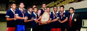 The champion Vidyartha men's team receiving the trophy from chief guest Julio Santana.