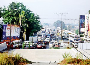Bridge No. 3, Kelani – status of traffic at 7.30 a.m. on a weekday; a similar situation prevails on Bridge No. 2 (not pictured)