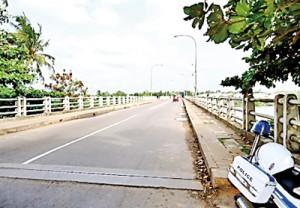 Bridge No.  1, in Mattakkuliya  – status of traffic at 7.30 a.m. on a weekday.