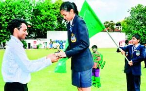 Under 19 girls champion Taryana Odayar receiving her award from the chief guest Niluka Karunaratne, the national badminton player.