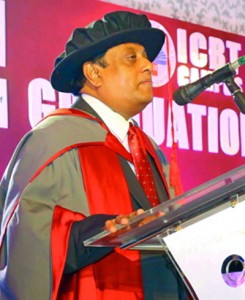 Dr. JagathAlwis, Chairman of ICBT Campus, addressing the graduates