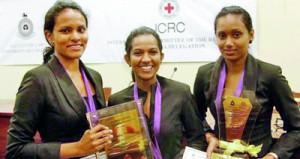 L-R Winners with trophy - Dilhara Gunaratna, Shehara Athukorala and Bemani Abeysinghe