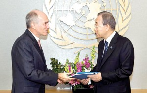 Secretary-General Ban Ki-moon receives the Independent Review Panel  Report on Sri Lanka from ASG Charles Petrie. UN Photo/Eskinder Debebe