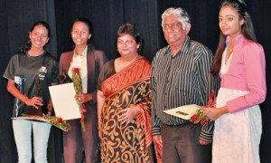 Winners of the Trip to Universiity of Canberra -Deanna Fakhir Alethea's Juliet and Minuri Dharmasena  as Hermione & Samantha Modder of Gateway as Leontes in A Winter's Tale with Mrs. Kumari Hapugalle Perera, CEO/MD of Alethea International School & Mr. Ajith Abeysekera, Chairman of Aspirations Education