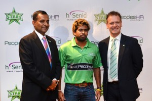 From left - Dinesh Saparamadu, Founder/CEO of hSenid, Lasith Malinga and Clint Cooper, CEO of Melbourne Stars (JH)