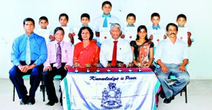 Seated (from left): Mahesh Ekanayake (Head Coach), Sarath Silva (Principal), Mallika Jayamanna (Head Mistress), Peter Nanayakkara (Chief Operating Officer), Pamudi Jayaweera (TIC), Vijitha Hettiarachchi (Coach). Standing (from left); Manthuka Rupatunga, Dulaksha Rajapaksha, Chavindu Dissanayake, Janith Bonifas, Dakshina Daluwatte, Prashan Jayawardena, Sithila Rashmika.