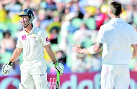 Proteas fight back in 2nd Test with late wickets