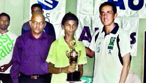 The most outstanding player in Jaffna District �Mohan Agashan of Central College Jaffna �receiving the Abans Challenge Trophy �from the chief guest �Steve Harknett , Project Manager - Sports For All,�Handicap International�in Vavuniya also in the picture Chandana Perera, the chief coordinating Officer of the TTASL.